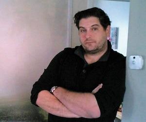 Rencontré avec une caméra cachée dans la région de Québec, Sébastien Boulanger-Dorval, nerveux, n'a prononcé que quelques mots sur le délit dont il est soupçonné.