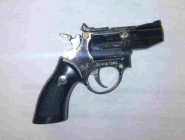 On pourrait être trompé par ce briquet qui est identique à une véritable arme à feu.
