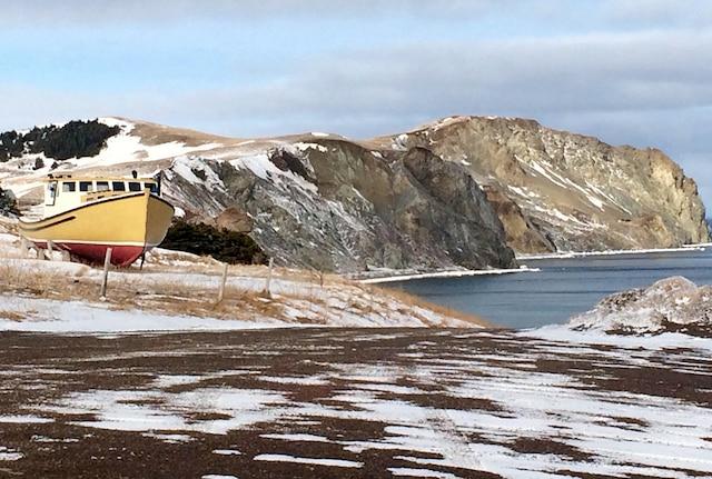 S'adonner à la randonnée pédestre sur les plages est aussi possible en hiver.