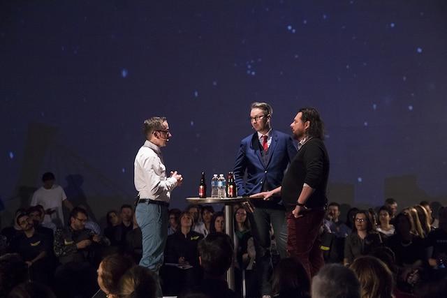 Les entrepreneurs en série Sébastien Provencher et Sylvain Carle discutent de l'échec de leur compagnie Needium avec l'animateur, Francis Gosselin.