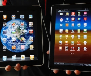 File photo of Samsung Electronics' Galaxy Tab 10.1 tablet and Apple Inc's iPad tablet in Seoul