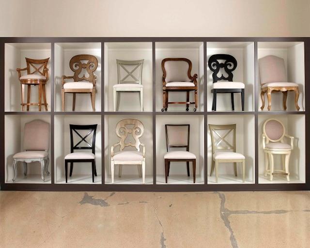 Drexel Heritage nous présente ici une douzaine d'exemples de ses centaines d'options de chaises inspirées des traditions françaises aussi bien qu'anglaises. Structure, finition du bois et recouvrement permettent au consommateur de personnaliser sa salle à manger.