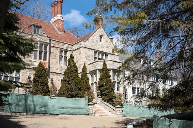 La Chine a payé 7M$ pour acquérir cette ancienne maison des Bronfman à Westmount et la transformer en résidence diplomatique en 2012.
