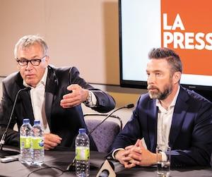 «On a regardé tous les scénarios», y compris la vente de La Presse à un acheteur externe, a indiqué le président du journal, Pierre-Elliott Levasseur. À sa gauche: Guy Crevier, éditeur.
