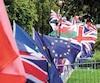 Chaque manifestant tenait un immense drapeau. J'en ai rarement vu autant dans une seule journée.