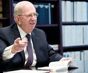 Le juge en chef associé de la Cour supérieure, Robert Pidgeon, est d'avis que le changement de culture dans les tribunaux passe notamment par des juges qui arboreront un leadership dans leurs causes.