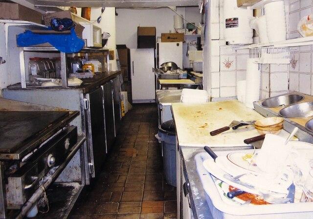 Vue de la cuisine au moment de l'inspection.