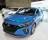 Québec offre un rabais à l'achat ou à la location pouvant aller jusqu'à 8000$ pour un véhicule électrique (comme une Hyundai Ioniq, ici lors du 2<sup>e</sup> Salon du véhicule électrique de Montréal, en avril), 600$ pour une borne et 4000$ pour un véhicule d'occasion électrique.