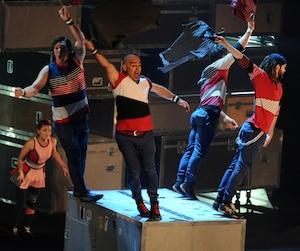 C'est la troupe québécoise Flip FabriQue qui a lancé la septième édition de Montréal complètement cirque avec son spectacle Transit