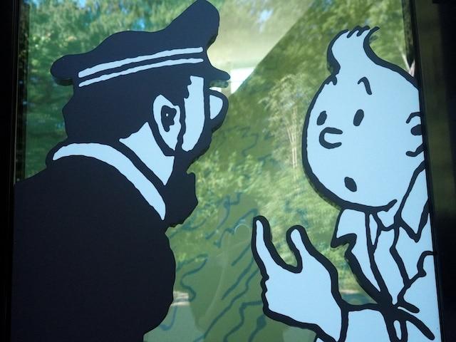 Tintin et le capitaine Haddock,  sur les vitres du musée Hergé.  Le célèbre auteur belge a un  musée rien qu'à lui. À une heure  de la capitale, à Louvain-la- Neuve, pour l'éternel enfant qui  sommeille en vous.