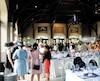 Le déjeuner-bénéfice Chapeau mont Royal se déroulait jeudi au chalet du Mont-Royal. Près de 500 invités ont porté leurs plus beaux chapeaux lors de cet évènement chic au profit des programmes éducatifs destinés aux jeunes sur le mont Royal.