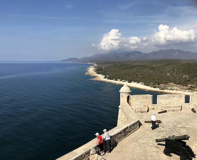 Vue sur la baie de Santiago de Cuba  du haut de la forteresse El Morro.