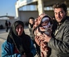 La Turquie a fermé sa frontière avec la Syrie, à Kilis, où des milliers de Syriens convergent, fuyant les violents affrontements et les bombardements.
