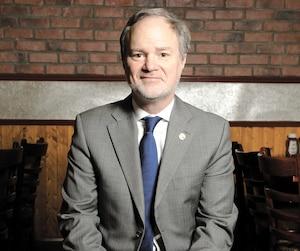 André Pratte dit avoir rencontré des citoyens à titre de sénateur dans son bureau chez Power Corporation.