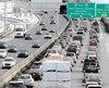 Les revenus des gouvernements ne croissent pas assez vite pour répondre à la forte hausse des déplacements en automobile, conclut une étude. Sur la photo, le trafic à l'entrée du pont Pierre Laporte, mardi en fin d'après-midi.