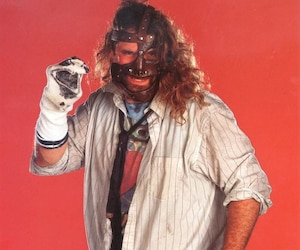 Mick Foley incarnant Mankind.