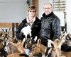 Productrice de lait de chèvre qui va devoir sans doute fermer sa ferme parce qu'elle a plus de transformateurs pour acheter son lait. Sylvia Maegerli et son mari André Turcot .