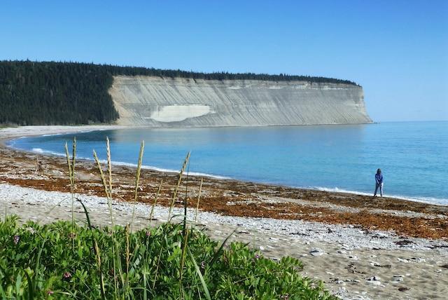 La baie de la Tour, un des nombreux endroits majestueux sur la côte d'Anticosti.