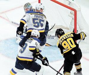 Jay Bouwmeester et Colton Parayko ont muselé le gros trio des Bruins lors des deux premiers matchs de la finale.