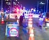 Les policiers du Québec mènent jusqu'à mardi l'opération VACCIN, afin de sensibiliser les automobilistes au danger de conduire avec les capacités affaiblies par la drogue et l'alcool. Sur la photo, ils effectuaient un barrage à Laval.