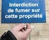Les inspecteurs de la direction des enquêtes du ministère de la Santé sont notamment responsables de faire appliquer l'interdiction de fumer autour des écoles et des hôpitaux.