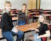 Camille Comtois, Sarah Bouchard et Audrey-Ann Bouchard sont étudiantes en sciences infirmières à l'Université Laval et réclament, comme leurs camarades de classe, une compensation financière pour des stages en milieu de travail qu'elles doivent réaliser dans le cadre de leur formation.