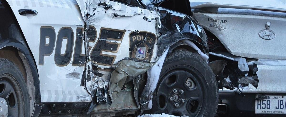 Accident d'une auto-patrouille à Laval: «j'ai entendu la policière dire qu'ils s'en venaient probablement à 104 km/h» - Le Journal de Montréal