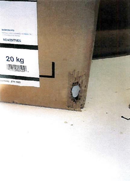 Une boîte en carton rongée.
