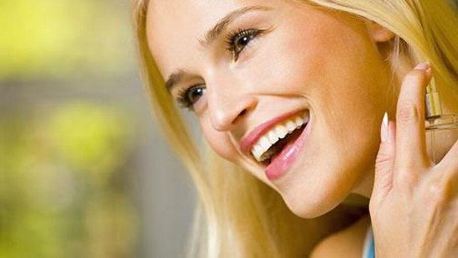 Image principale de l'article Se parfumer les cheveux