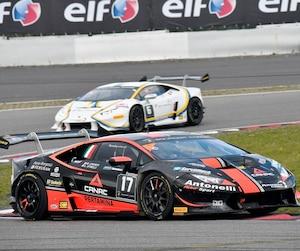 Loris Spinelli et Mikael Grenier ont réalisé un doublé à bord de leur Lamborghini la semaine dernière au circuit du Nürburgring en Allemagne.
