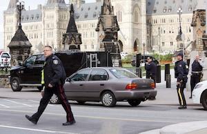 La fusillade qui a éclaté à Ottawa a forcé les services de sécurité à rehausser leur niveau d'alerte partout au pays.