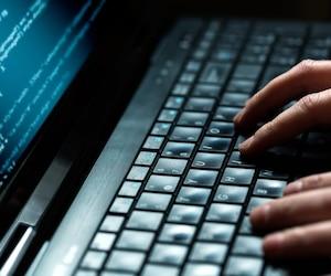 Bloc ordinateur internet pirate