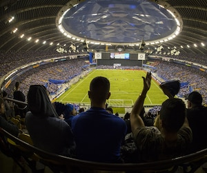Ils étaient 61 004 spectateurs à faire la fête au Stade olympique, mardi soir.
