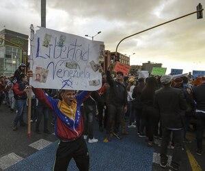 TOPSHOT-COLOMBIA-VENEZUELA-CRISIS-OPPOSITION-DEMO