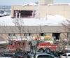 Les employés de l'édifice de Lestres, à Sainte-Foy, ont alerté la Ville en raison d'une fissure apparue au plafond. «Les gens sont en vigie et c'est normal», a dit le maire, Régis Labeaume. Après analyse, la Ville a décrété que la neige n'était pas en cause.