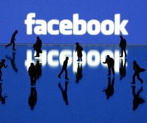 Gens vivant sous Facebook