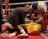 Adonis Stevenson est demeuré au tapis pendant un bon moment après être tombé sous les coups d'Oleksandr Gvozdyk.