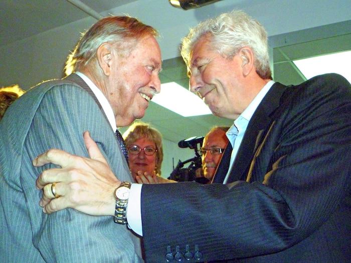 M.Parizeau donne son soutien au chef du Bloc québécois, Gilles Duceppe, à une semaine des élections fédérales de 2011.