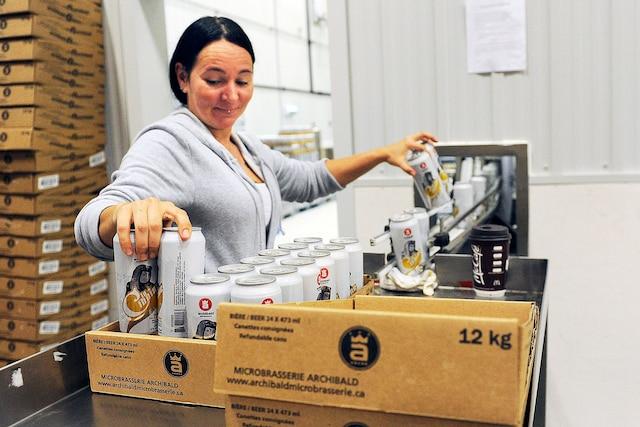 Les fameuses canettes de 473 millilitres de bières de la microbrasserie au logo unique sont maintenant offertes dans plus de 1600 points de vente au Québec
