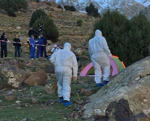 Cette capture d'écran montre des policiers près de la tente où deux touristes scandinaves ont été assassinées le 17 décembre.