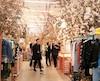 Dans SoHo, la boutique Off-White EM PTY Gallery fait sensation. On doit faire la file pour y entrer. À l'intérieur, tout le design de la boutique a été créé par un artiste en résidence. D'ici quelques semaines, la boutique va changer de décor.