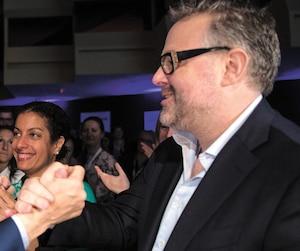 Le premier ministre du Québec, Philippe Couillard (à gauche) et Alexandre Taillefer, un des copropriétaires de Mishmash Média.