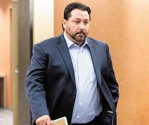 Le policier de la Sûreté du Québec Nicolas Landry est accusé d'avoir fraudé son employeur afin d'être déclaré inapte au travail et d'obtenir un plein salaire.