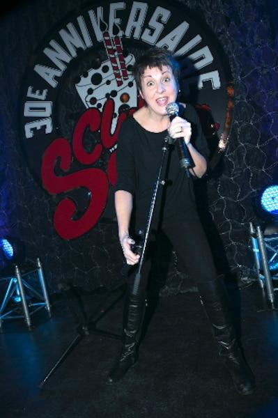 Il y a 28 ans, Marie-Lise Pilote a fait de l'auto-stop pour faire ses débuts humoristiques à Montréal, plus précisément aux Lundis des Ha! Ha!. Elle est ensuite revenue avec le Groupe sanguin, qui a présenté 90 spectacles au Club Soda. Un beau succès!