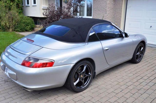 En 1998, Porsche a remplacé ses moteurs refroidis à l'air, par des moteurs refroidis par liquide. Auprès des collectionneurs, les 911 de la série 996 n'ont pas encore la cote. Vaudront-elles plus cher un jour ? Difficile de le prédire. Cliquez ici pour voir l'annonce.