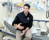 Depuis 10 ans, le nombre de patients mineurs qui ont consulté à l'urgence de l'Hôpital de Montréal pour enfants relativement à des tentatives de suicide ou des idées suicidaires a crû de 358 %. Cette tendance inquiète le Dr Brett Burstein, pédiatre urgentiste.