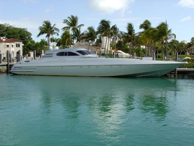 Un yacht de 90pieds saisi par le fisc.
