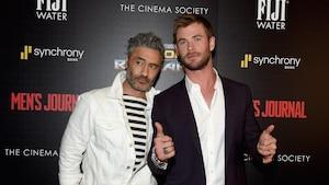 Taika Waititi en compagnie de Chris Hemsworth