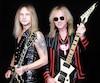 Les guitaristes Richie Faulkner et Glenn Tipton de la formation métal britannique Judas Priest.