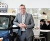 Le vice-président de Kia Québec, Steeve Michel, et ses partenaires ont décidé de fournir un véhicule à la quarantaine de vendeurs.